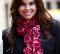 Вязание шарфа с оборками из ленточной пряжи Alize Dantela (видео)