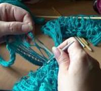 Вязание шарфика из ленточной пряжи Дантела, 2-й способ (видео)