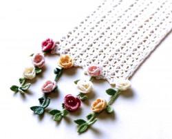 Шарф с разноцветными цветочками