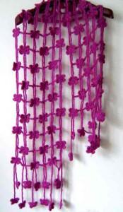Шарфик из цветочков безотрывным вязанием